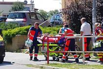 Myší díra těsně po incidentu 4. července 2018. Josefa Bahulu právě odvážejí do sanitky záchranářů.