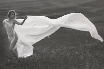 Vernisáží v Turistickém centru Velehrad odstartovala výstava Eva a ovoce poznání. Na snímku fotografický ženský akt Zdeňka Polišenského.