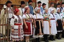 Slovácké slavnosti vína v neděli 14. září hradišťskému publiku představily také nejstarší typy krojů z Moravy i Slovenska.