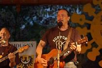 """Na svém koncertním """"miniturné"""" po Slovácku se Bluegrassová kapela Cop zastaví i v Kunovicích."""