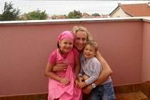 Markéta Lačňáková, rozená Ježová, se svými milovanými dětmi Deniskou a Tobiáškem.