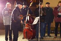V Pitíně se letos na Česko zpívá koledy opět sešlo mnoho lidí.