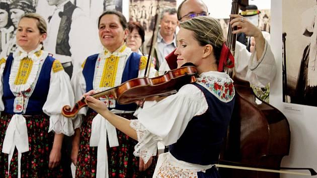 Ve Slováckém muzeu Uherské Hradiště byla slavnostně otevřena výstava Krojové eldorádo.