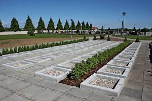 Kapacita urnových a hrobových míst na babickém hřbitově je na několik let dostačující.
