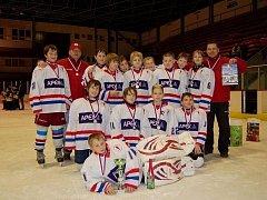 Mužstvo obdrželo i pohár pro vítěze vánočního turnaje a diplom.
