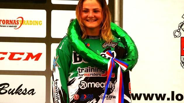 Vlčnovská motokrosařka Marika Mlýnková (vpravo).