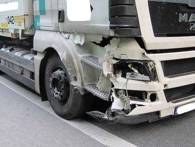 Jeden motorkář nepřežil, druhý těžce zraněný.