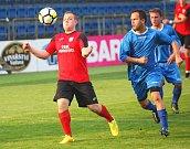 Fotbalisté Uherského Ostrohu (v modrých dresech) po okresním přeboru vyhráli i pohár, když ve finále zdolali Jankovice 1:0. Foto: Deník/Libor Kopl