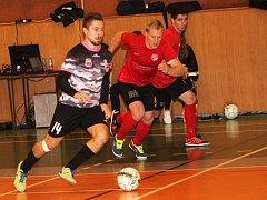 Futsalisté Bazooky CF Uherské Hradiště porazili jakubčovickou Baracudu 8:5 (3:1).