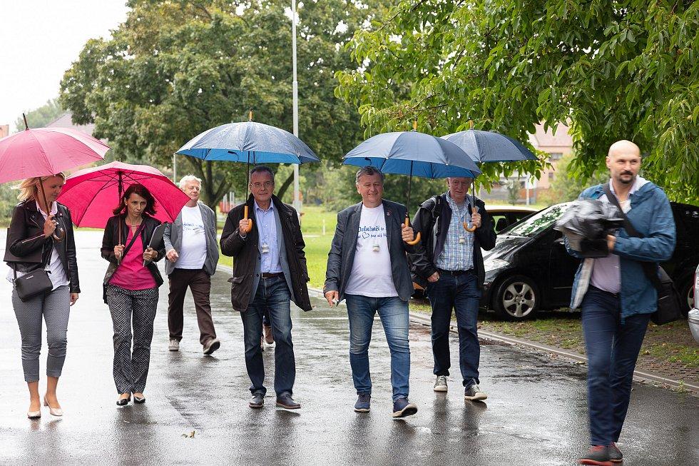 V posledním srpnovém dnu si obec Dolní Němčí, coby vítěze celostátního kola Vesnice roku 2018 a jeho tradice prohlédla hodnotící komise soutěže Evropská cena obnovy vesnice. Pěší přesun v dešti po vesnici.