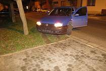Nabourané auto nechal mladík v Dolním Němčí.