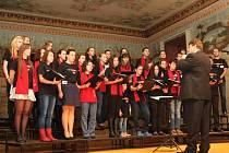 Pěvecký sbor Stojanova gymnázia se představil na festivalu sedmi písněmi.