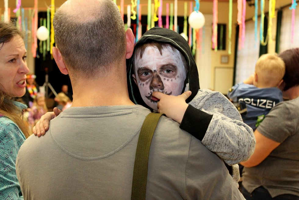 PRO RADOST DĚTÍ. Kdětskému karnevalu patří masky, aby bylo veselo.