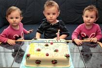 Trojčata  Martin, Rozárka a Mariánka Grebíkovi ze Strání oslavila první rok.