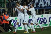 Libor Došek proměnil penaltu na 1:0. radují se s ním Patrik Šimko a Jiří Valenta.