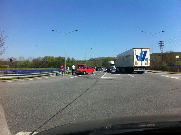 Sobotní dopravní nehoda na E50 u Míkovic.