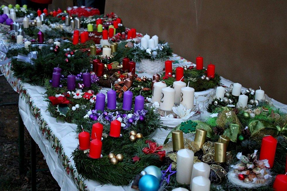 Slavnostní zahájení adventu v podobě církevně-společenských akcí se kvůli covidu nemohlo vKudlovicích a Boršicích uskutečnit.