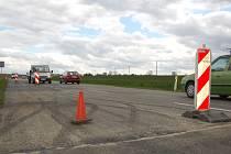 Silnice mezi Kunovicemi a Hlukem aktuálně slouží jako objížďka, dopravu na ní komplikují opravy.