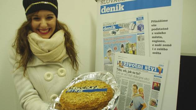 Moc milý dárek přinesla minulé pondělí redakci Slováckého deníku pod vánoční stromeček dvaadvacetiletá studentka žurnalistiky na Univerzitě Palackého v Olomouci, Lenka Popelková ze Strání.