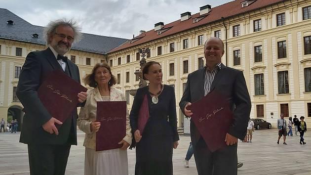 Prezident Miloš Zeman ocenil Miroslava Kováříka, Věru Kovářů, Jana Pijáčka i Janu Spathovou.