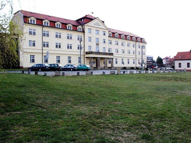 Na zelené ploše mezi Velehradským domem Cyrila a Metoděje, základní školou a Poutním domem Stojanov přibude Turistické centrum Velehrad.
