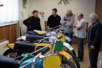 V kudlovickém kulturním domě besedovaly legendy československého motokrosu.