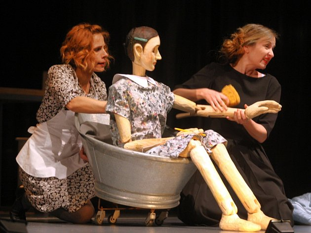 Hra Deník Anny Frankové ve Slováckém divadle v Uherském Hradišti.