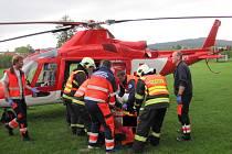 Při dopravní nehodě u Bystřice pod Lopeníkem zasahoval i vrtulník.