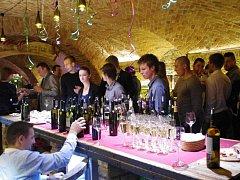 Více než stovka návštěvníků si užívala oslavy tří let úspěšného fungování uherskohradišťské Galerie slováckých vín.