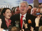 Prezidentem se ve druhém kole prezidentských voleb stal 26. ledna v Praze Miloš Zeman. Snímek je z jeho štábu v Praze.