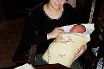 Hrad Buchlov má nového malého hradního pána. Tamnímu kastelánovi Rostislavu Joškovi a jeho manželce Marcele (na snímku) se totiž před týdnem narodil syn Hanuš.