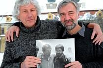 Velehradský sochař Otmar Oliva a fotograf Jiří Rohel (vpravo).