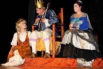 Dobrosrdečný Honza z lásky ke všem lidem vysvobodil nejen princeznu Zlatovlásku, ale i zámek od mocné čarodějnice.