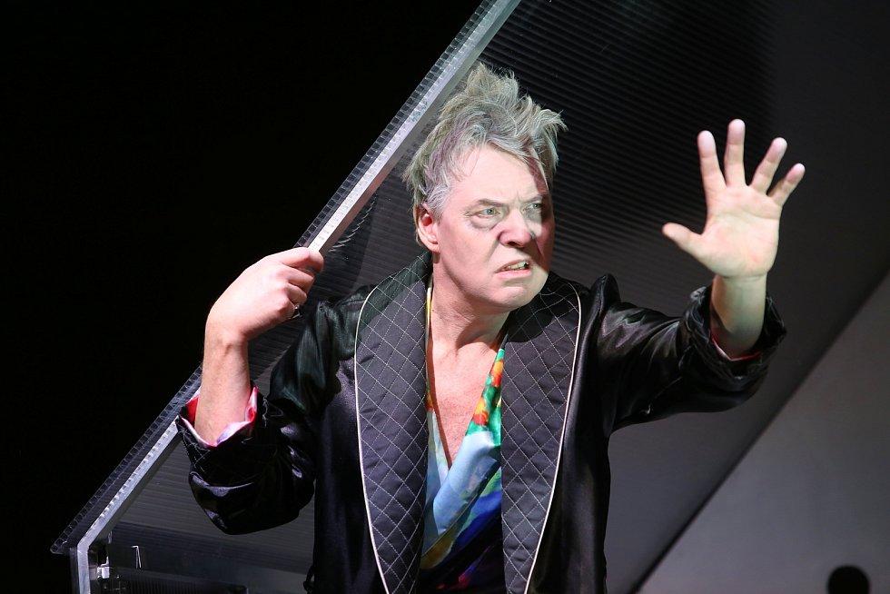 Hra Kosmické jaro ve  Slováckém divadle v Uherském Hradišti.