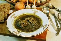 Černá zabijačková polévka.