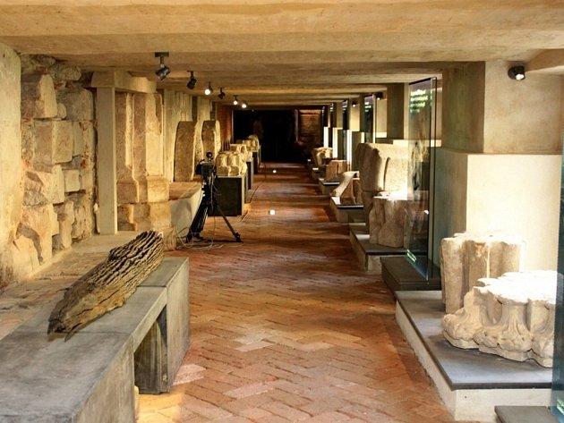 S předstihem tří týdnů bylo pod velehradskou bazilikou zpřístupněno veřejnosti lapidárium s chodbami 560 metrů dlouhými.