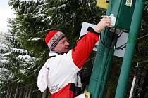 Vlekaři si vyčkávání na sníh krátí údržbou  techniky a zařízení.