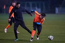Fotbalisté Osvětiman (tmavé dresy) prohráli v prvním přípravném  zápase s domácím Baťovem 3:4.
