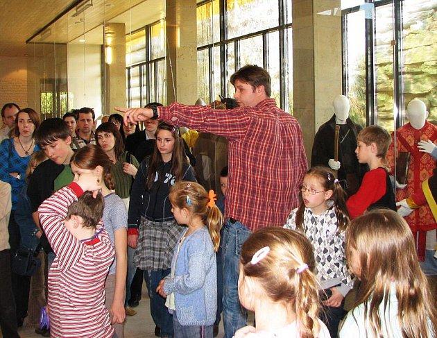 Děti obdivovaly novou expozici Památníku Velké Moravy.