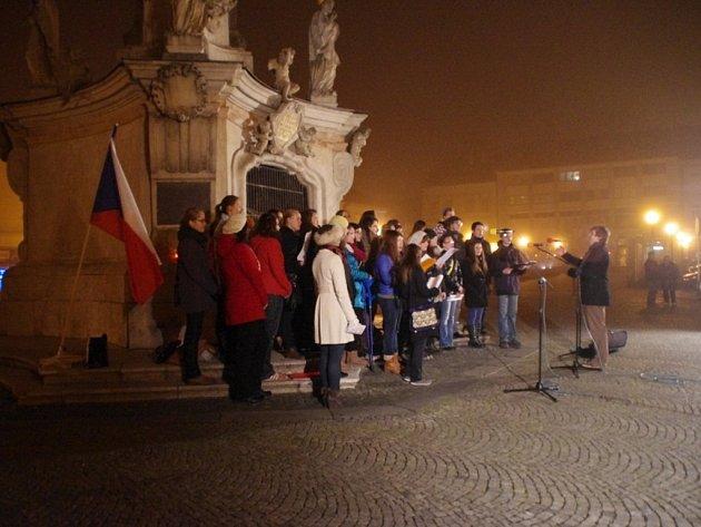Pietní akt k výročí 17. listopadu v Uherském Hradišti v roce 2013. Ilustrační foto.