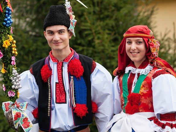 Soutěžní stárkovský pár číslo 6 - Eva Šáchová a David Kučera, Popovice, mladší stárci na hodech 4.–5. října.