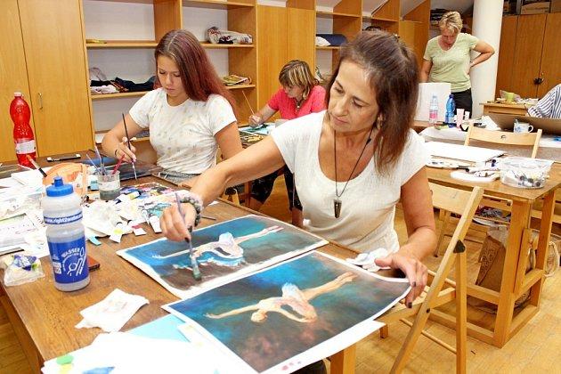 Velehradskou základní školu obsadilo na čtyři dny 87 učitelek a jeden kantor zrůzných končin Česka.