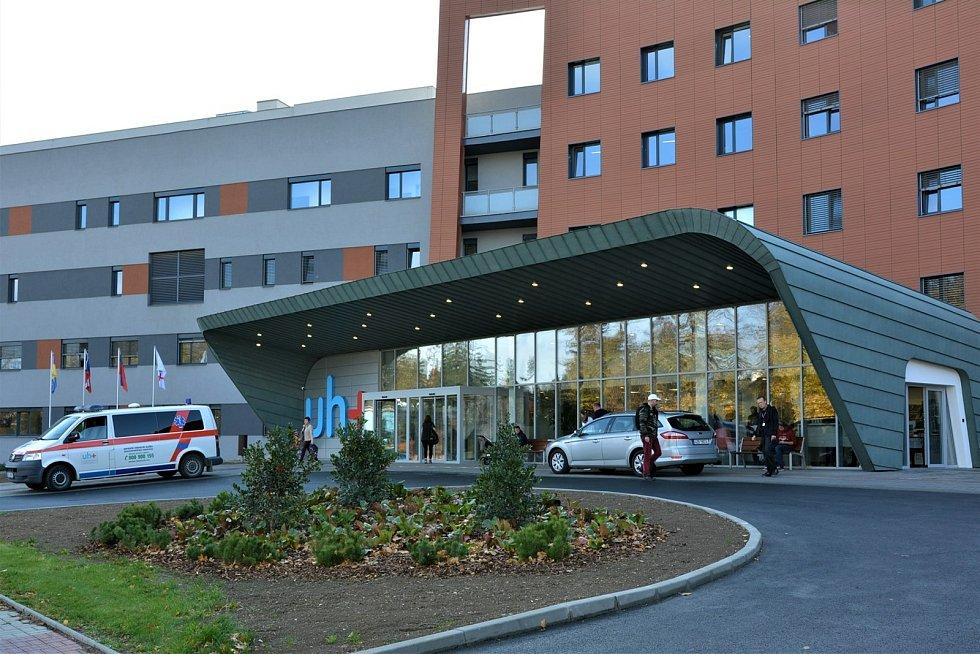 Nemocnice v Uherském Hradišti - hlavní vstup do centrálního objektu
