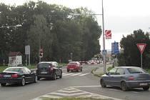 U železničního přejezdu v Uherském Brodě se pravidelně tvoří kolony.