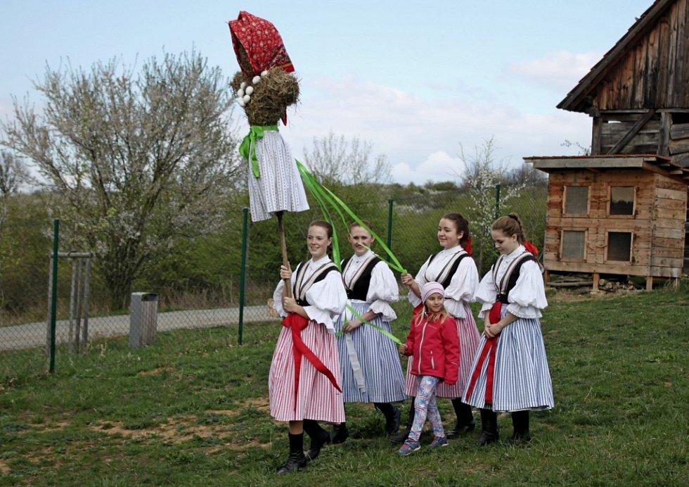 VE SKANZENU. Plno předvelikonočních inspirací našli návštěvníci o druhé dubnové sobotě na kopci Rochus nad Uherským Hradištěm.