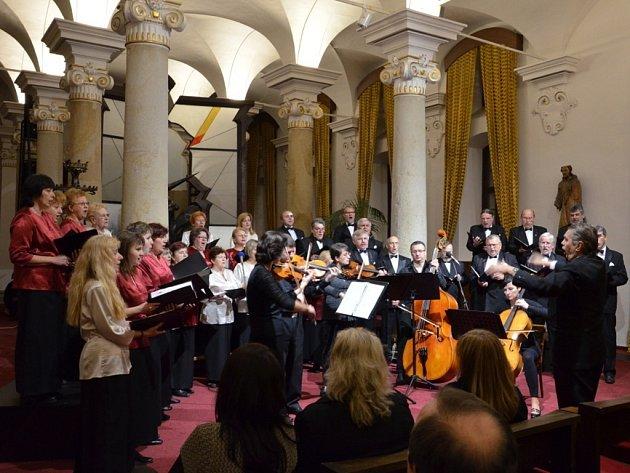 Místní Rotary Klub ve Sloupovém sále Muzea J. A. Komenského již potřetí uspořádal koncert s podtitulem Rotariáni svému rodnému městu, jehož výtěžek poputuje na charitativní účely.