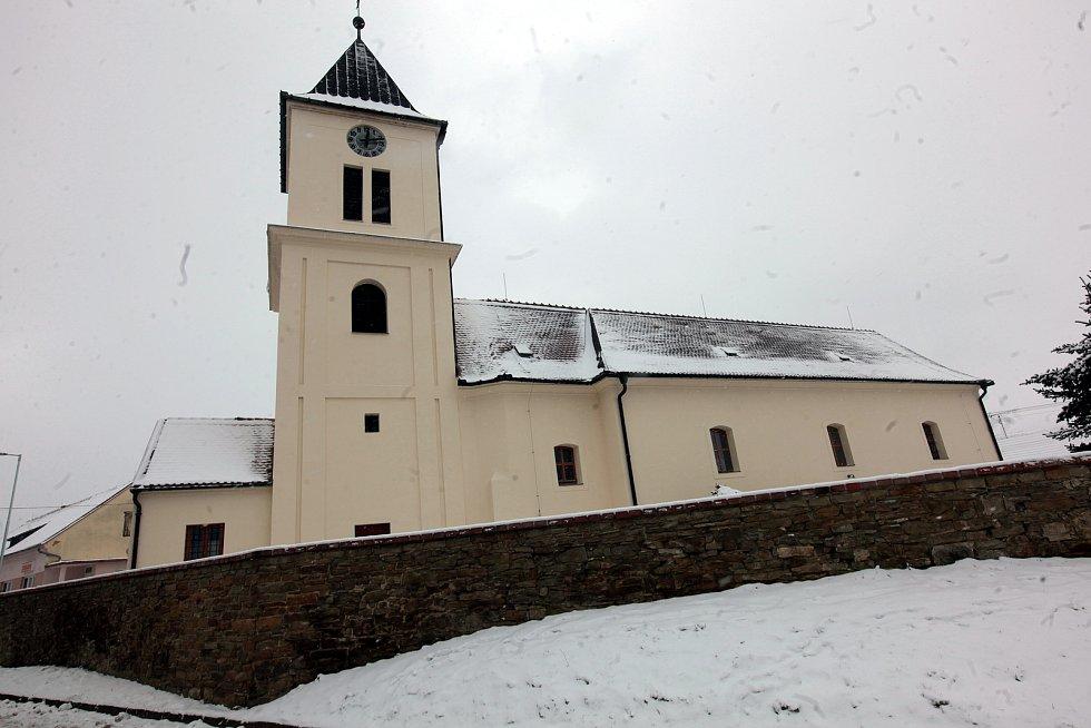 Horní Němčí v únoru 2021. Kostel sv. Petra a Pavla.