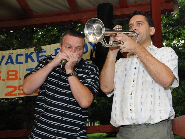 Populární skupina Kalíšci zakončili prázdninové hraní u Slováské búdy v Hradišti.