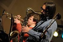 Závěr abonentní řady 2008 – 2009 patřil  trumpetistovi Janu Přibylovi, saxofonistovi Radimu Hanouskovi, pianistovi Vlastíku Šmídovi, kontrabasistovi Rastislavu Uhríkovi a bubeníku Kamilu Slezákovi.