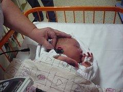 Vyšetření uší dítěte na speciálním přístroji trvá jen několik sekund. Pro miminko tak nepředstavuje žádný stres ani jinou zátěž.